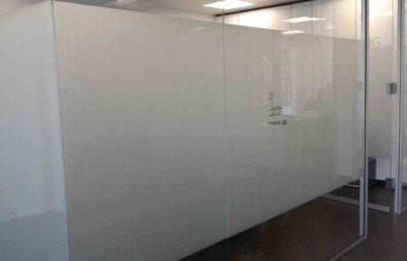 Büro Glaswand Beschriftung